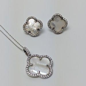 Jewelry - Clover Necklace & Earrings Set